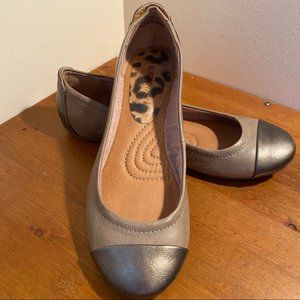 Roberto Vianni ballet flat. Taupe and bronze